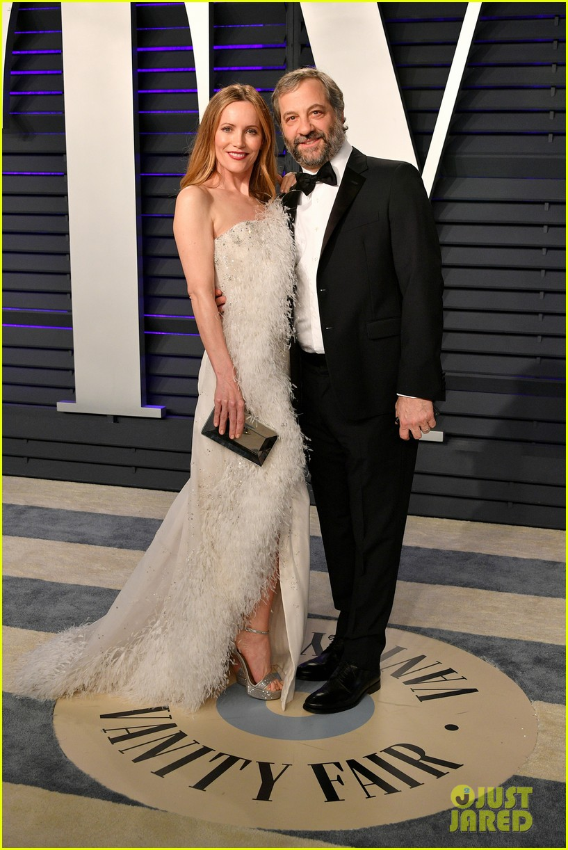 judd apatow snaps photos of leslie mann at vanity fairs oscars 2019 party 024246062