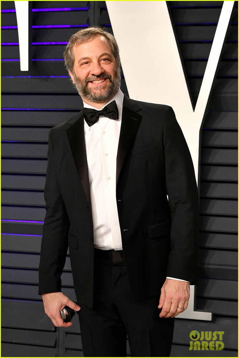 judd apatow snaps photos of leslie mann at vanity fairs oscars 2019 party 044246064