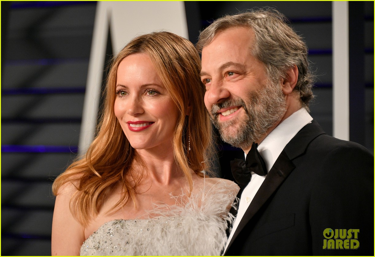 judd apatow snaps photos of leslie mann at vanity fairs oscars 2019 party 084246068