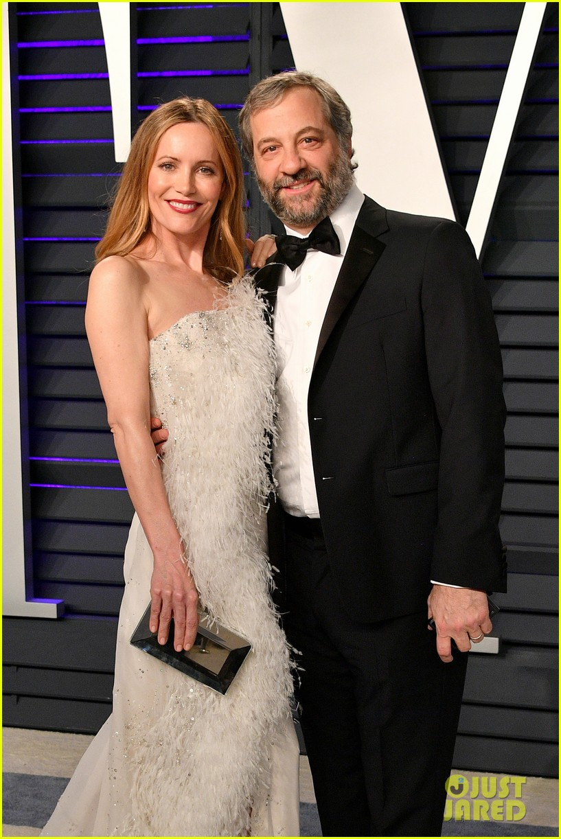 judd apatow snaps photos of leslie mann at vanity fairs oscars 2019 party 094246069