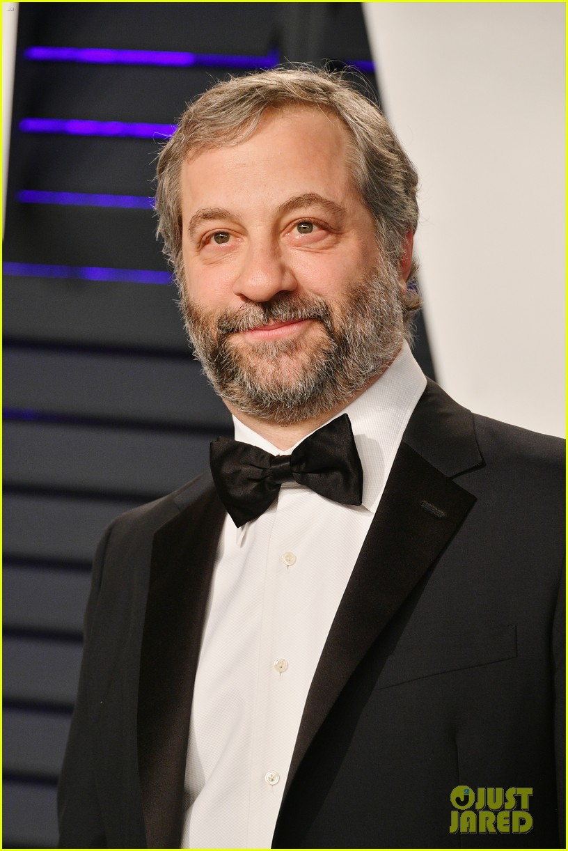 judd apatow snaps photos of leslie mann at vanity fairs oscars 2019 party 204246080