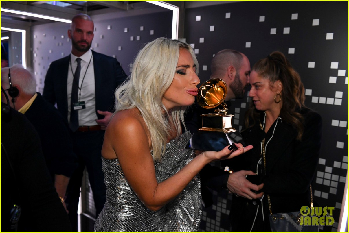 backstage at grammys 2019 064236827