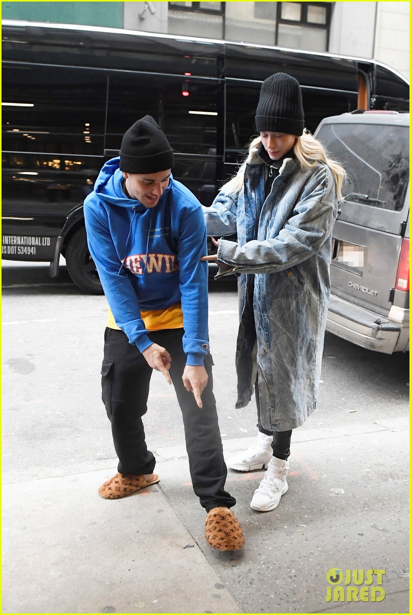 justin bieber shows off his louis vuitton slippers while out with hailey 01