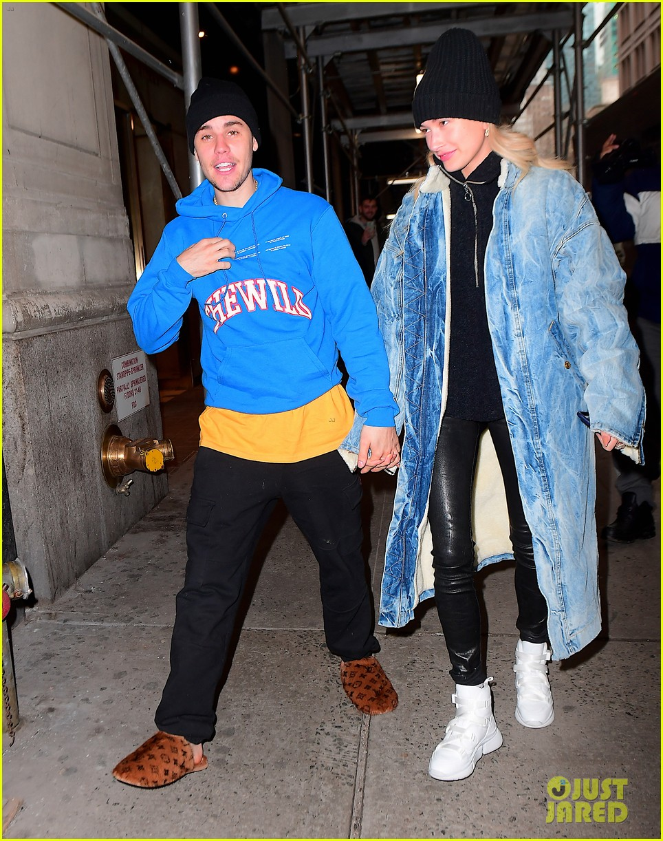 justin bieber shows off his louis vuitton slippers while out with hailey 03