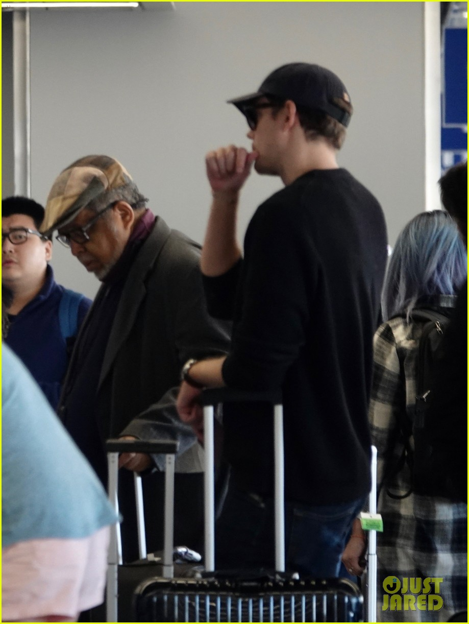 bill skarsgard at airport 174240614
