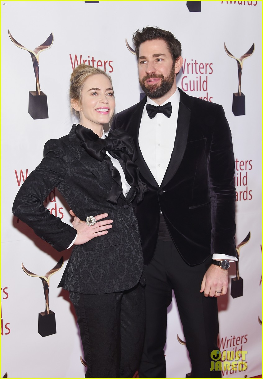 emily blunt john krasinski suit up for writers guild awards 01