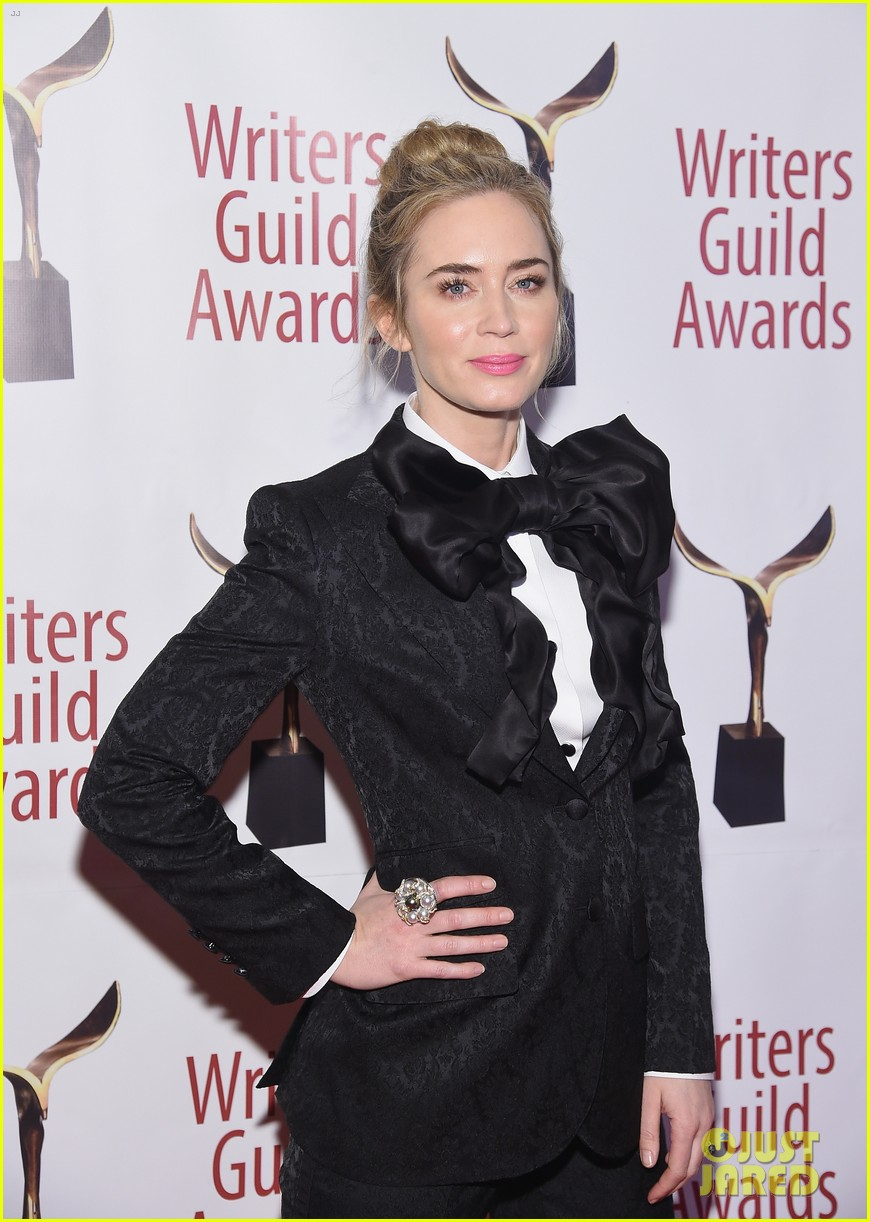 emily blunt john krasinski suit up for writers guild awards 04