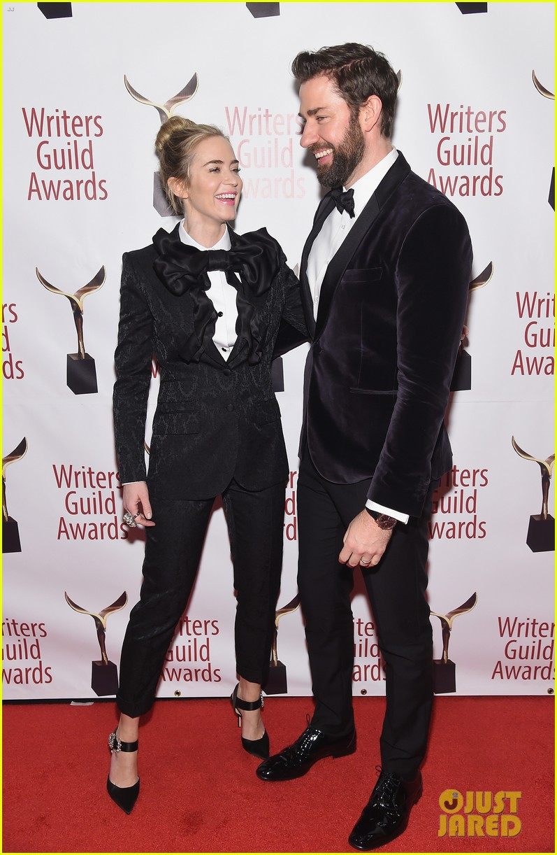 emily blunt john krasinski suit up for writers guild awards 06
