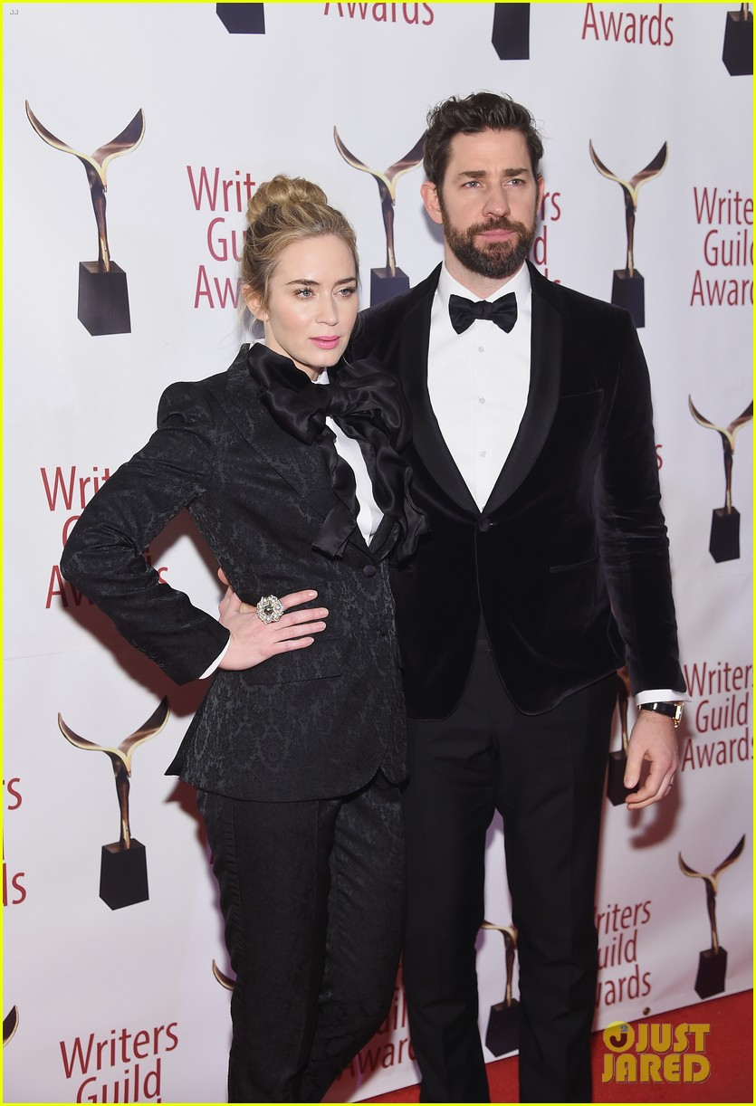 emily blunt john krasinski suit up for writers guild awards 07