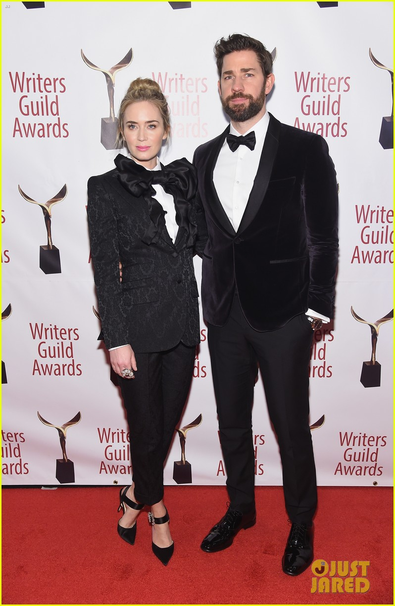emily blunt john krasinski suit up for writers guild awards 09