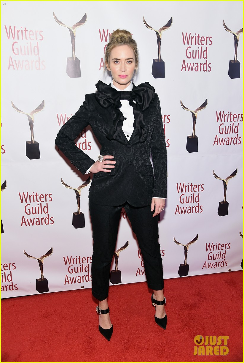 emily blunt john krasinski suit up for writers guild awards 10