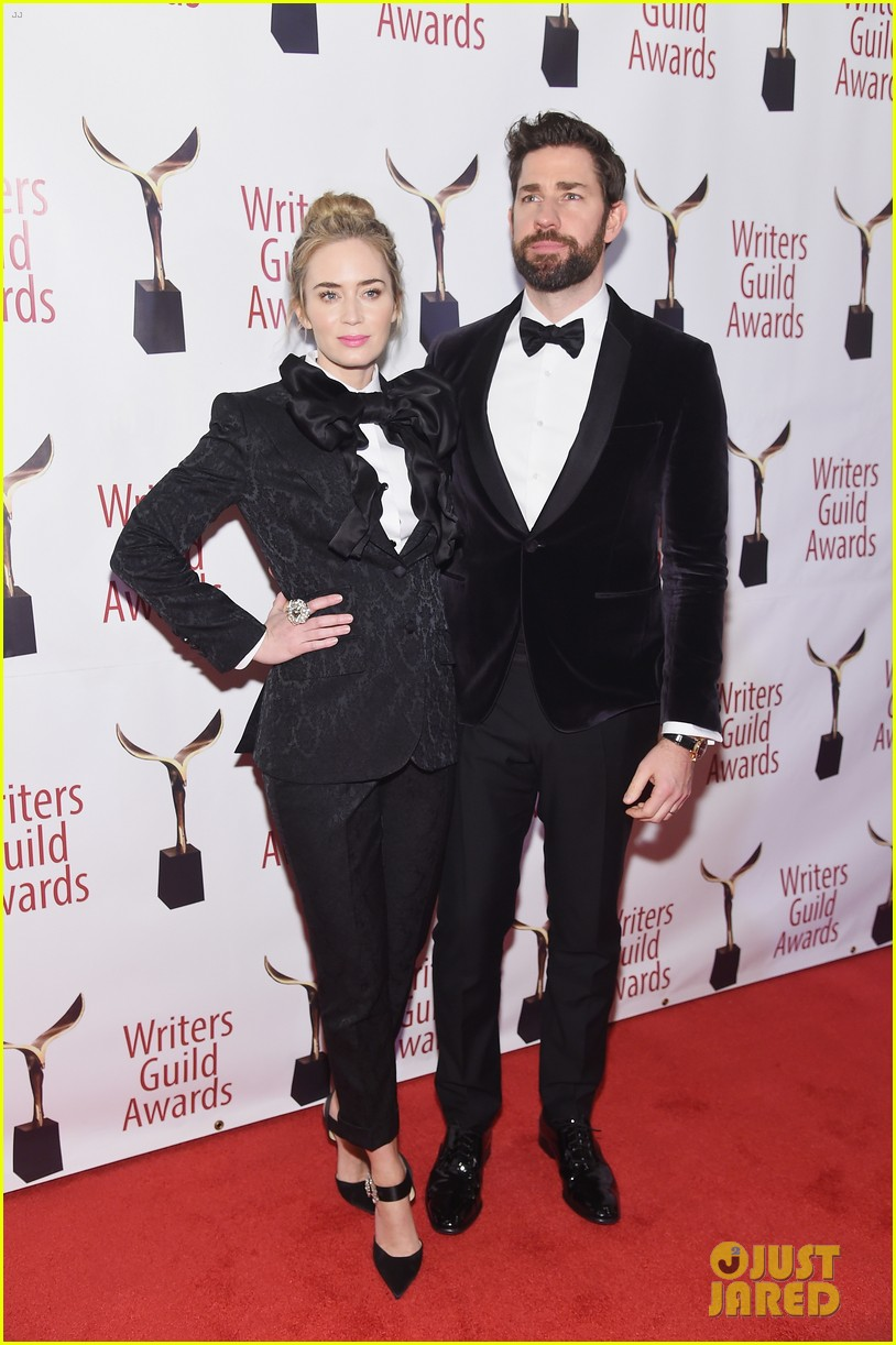 emily blunt john krasinski suit up for writers guild awards 11