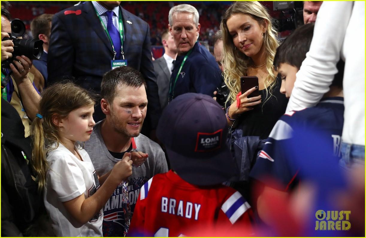 Tom Brady's Wife Gisele & 3 Kids Celebrate His Super Bowl