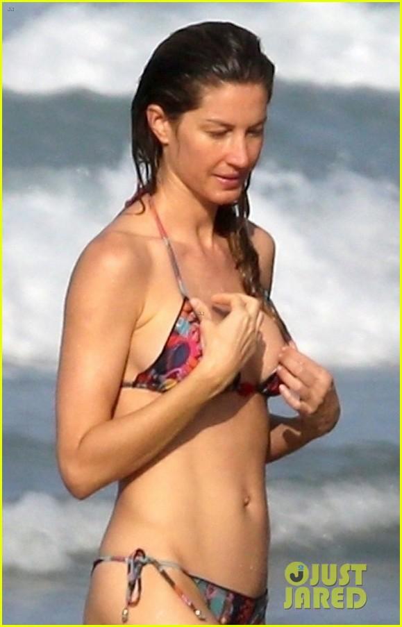a7e3c8be1f98b Tom Brady   Gisele Bundchen Bare Their Hot Beach Bodies in Costa Rica!