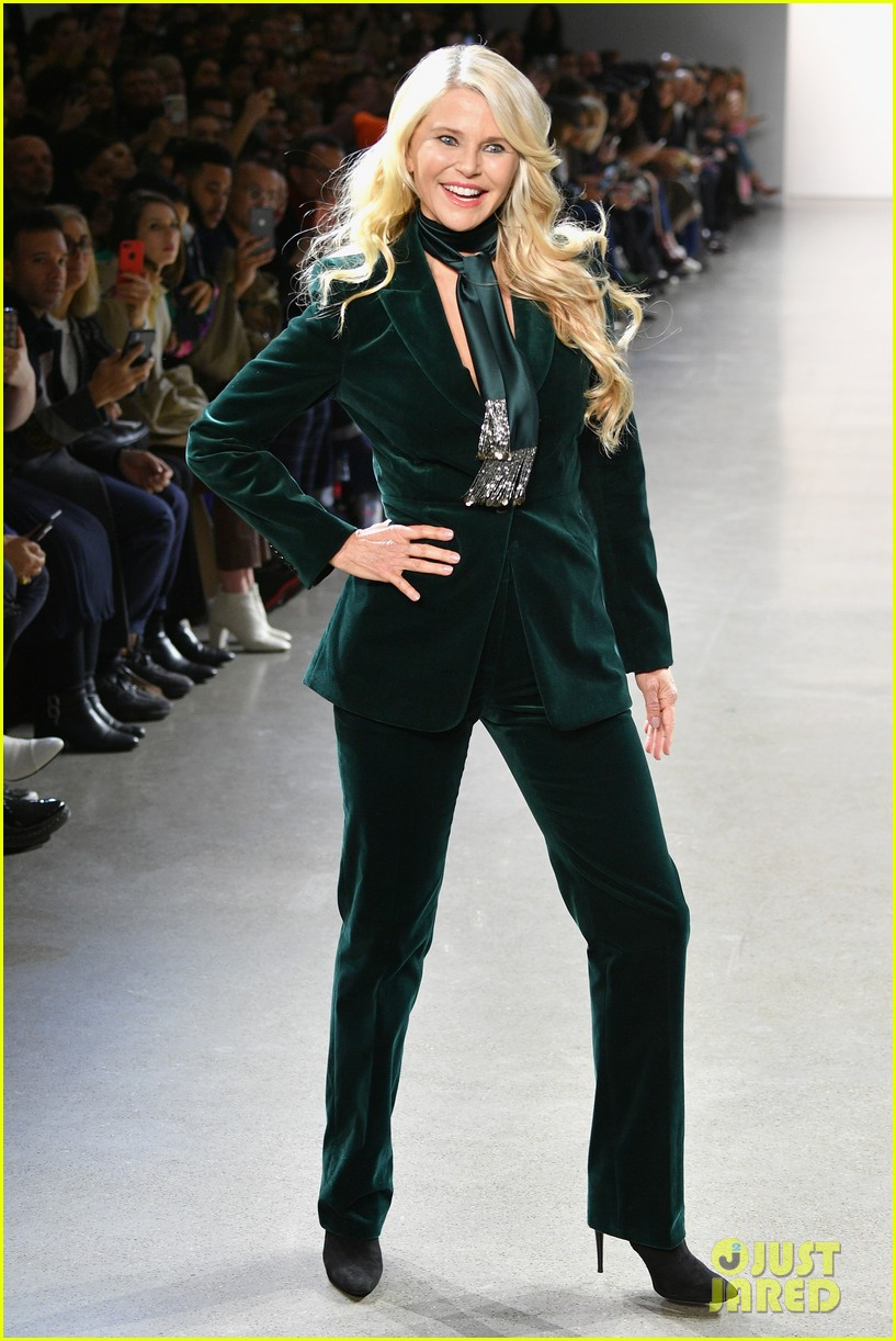 b99a72171a4 Christie Brinkley   Daughter Sailor Walk in Elie Tahari s NYFW Show ...