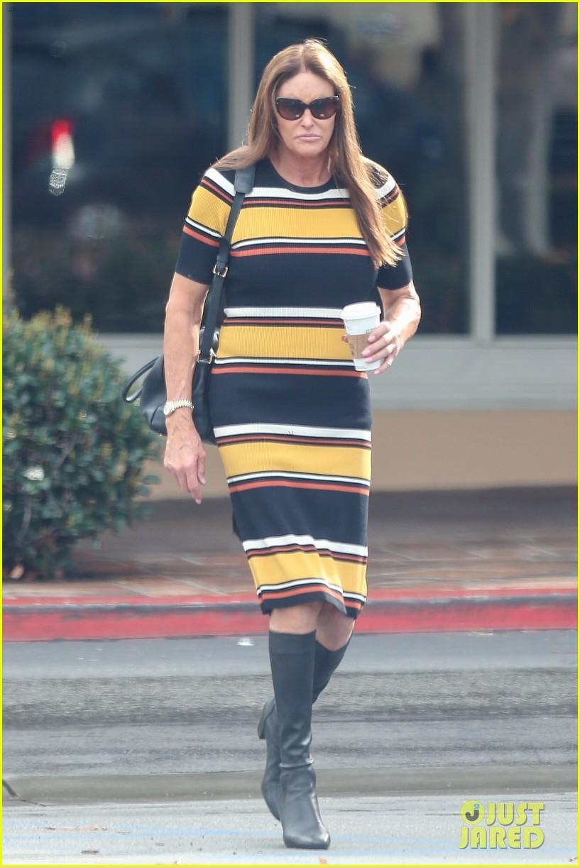 caitlyn jenner wears striped dress 01