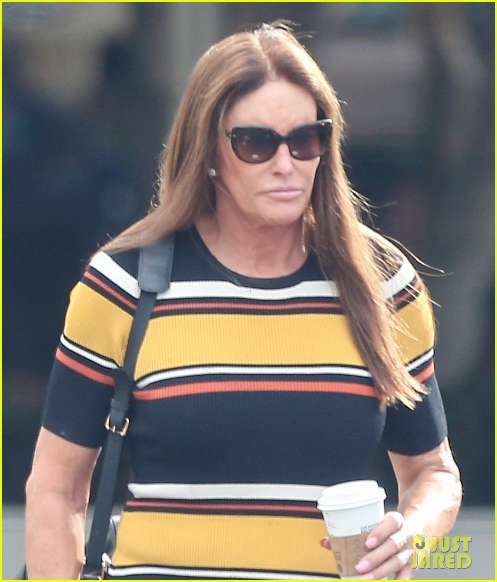 caitlyn jenner wears striped dress 02