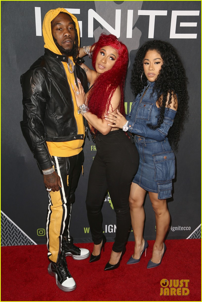 cardi b rocks offset engagement ring for the first time in months 02