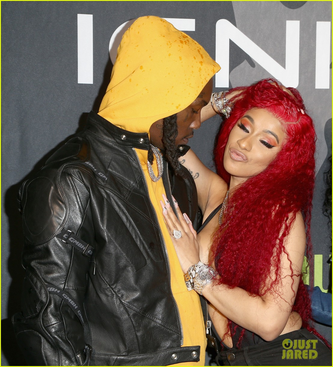 cardi b rocks offset engagement ring for the first time in months 05