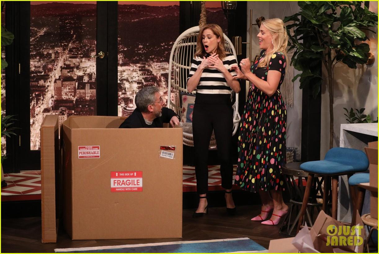 steve carell surprises office co star jenna fischer on busy tonight 01
