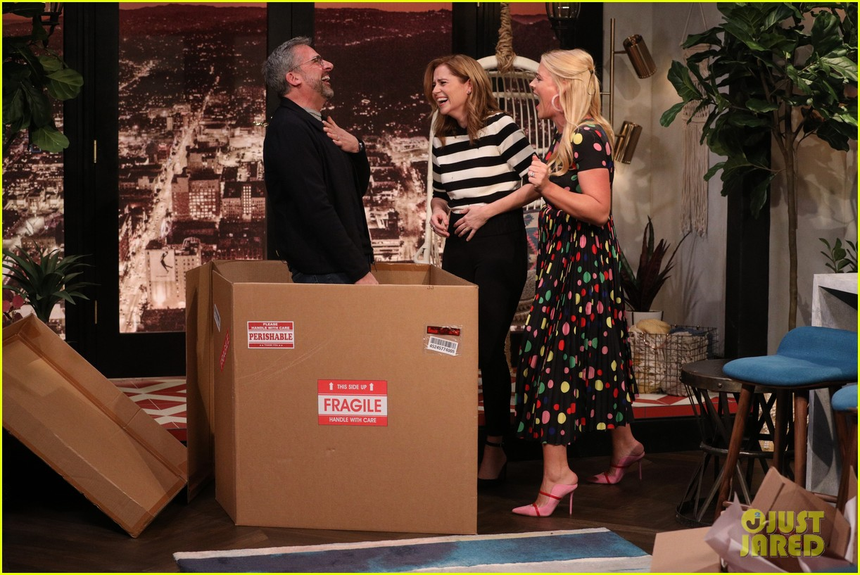 steve carell surprises office co star jenna fischer on busy tonight 07