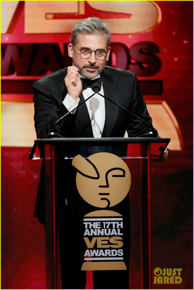 steve carell hits stage as gru at ves awards 2019 04
