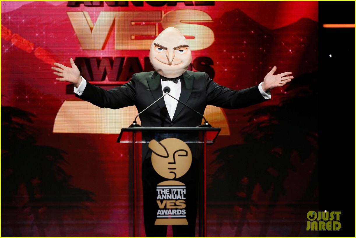 steve carell hits stage as gru at ves awards 2019 05