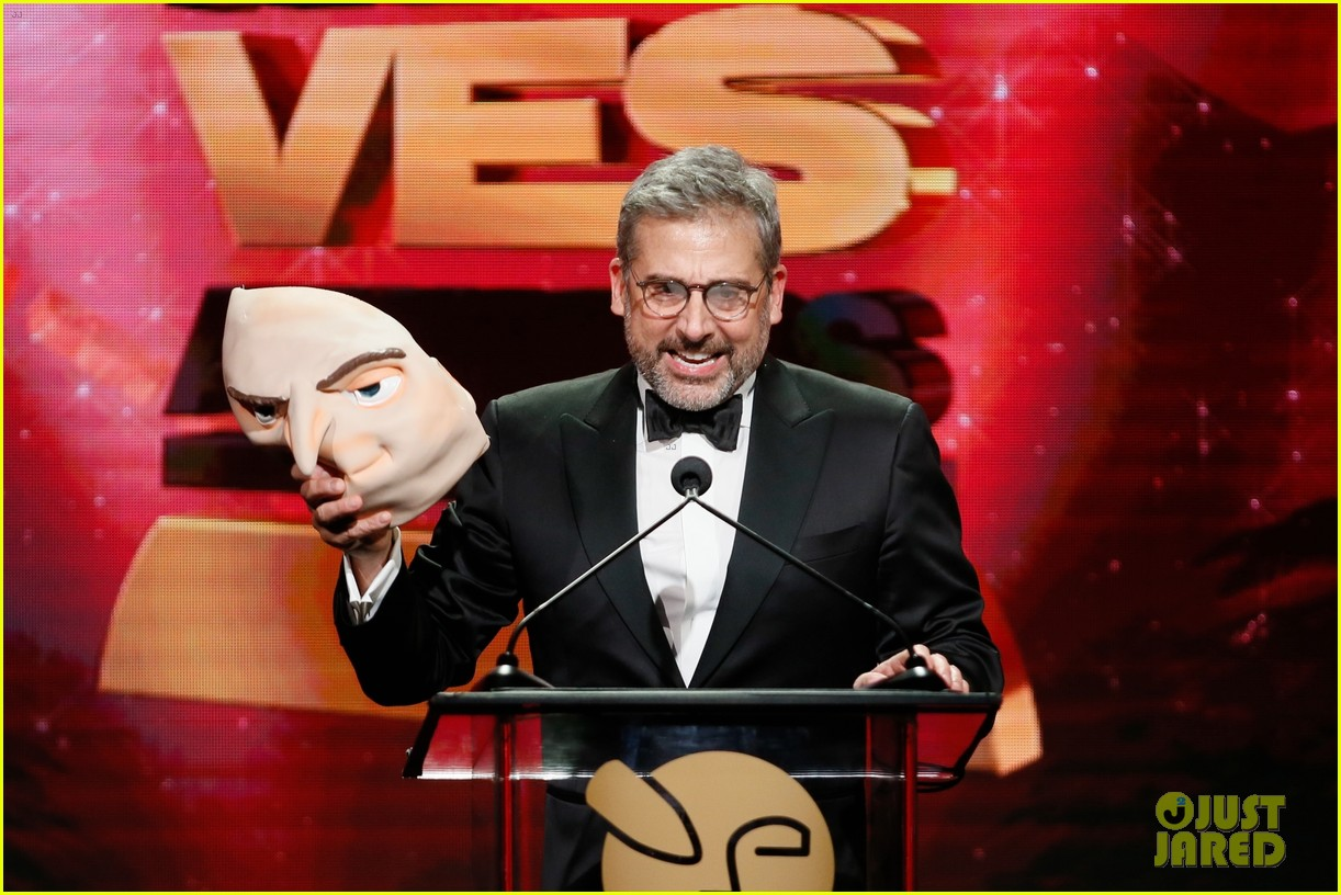 steve carell hits stage as gru at ves awards 2019 07