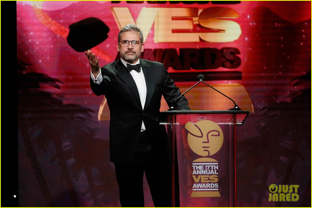 steve carell hits stage as gru at ves awards 2019 08