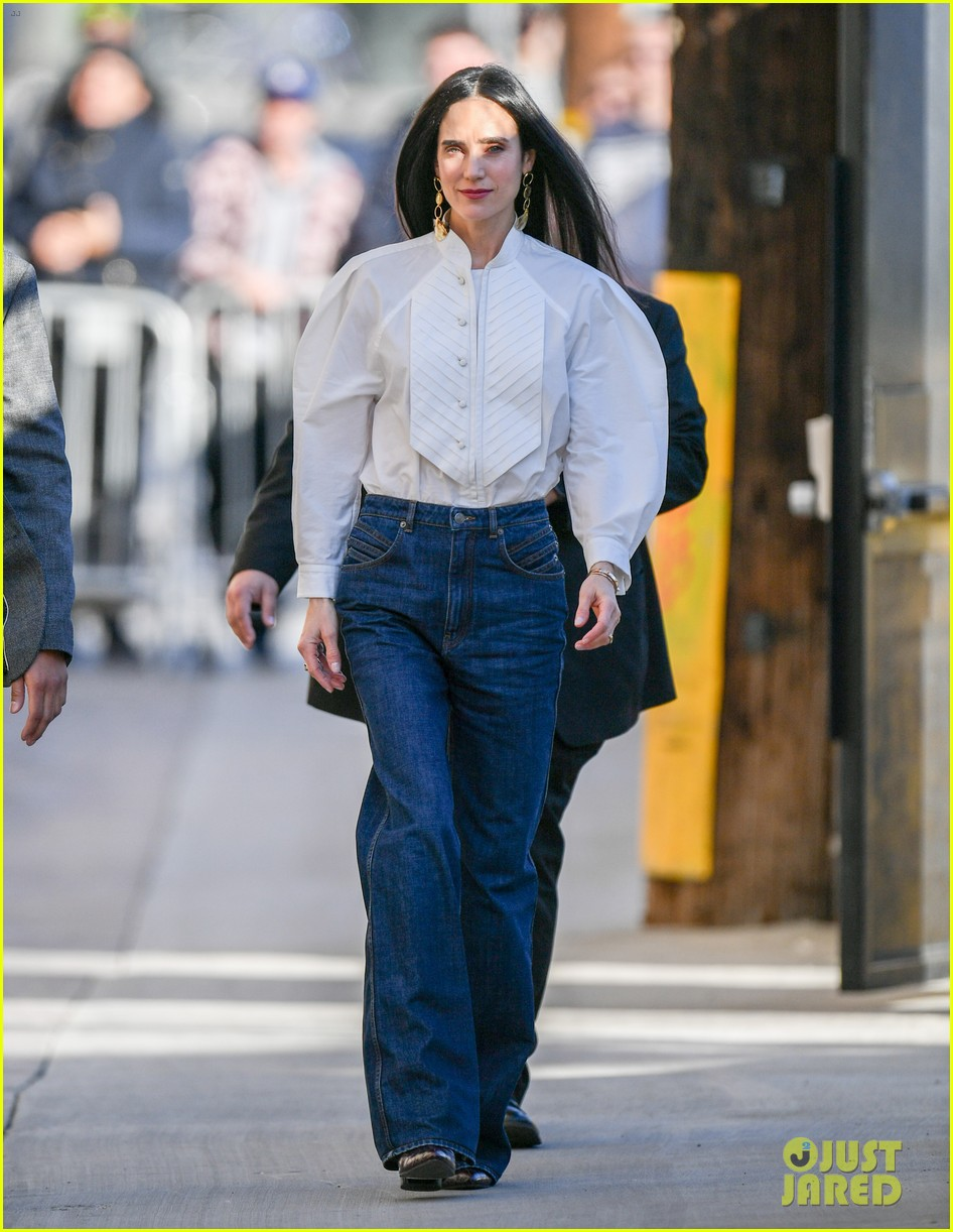 jennifer connelly talks riding motorcycle with tom cruise in top gun sequel 05
