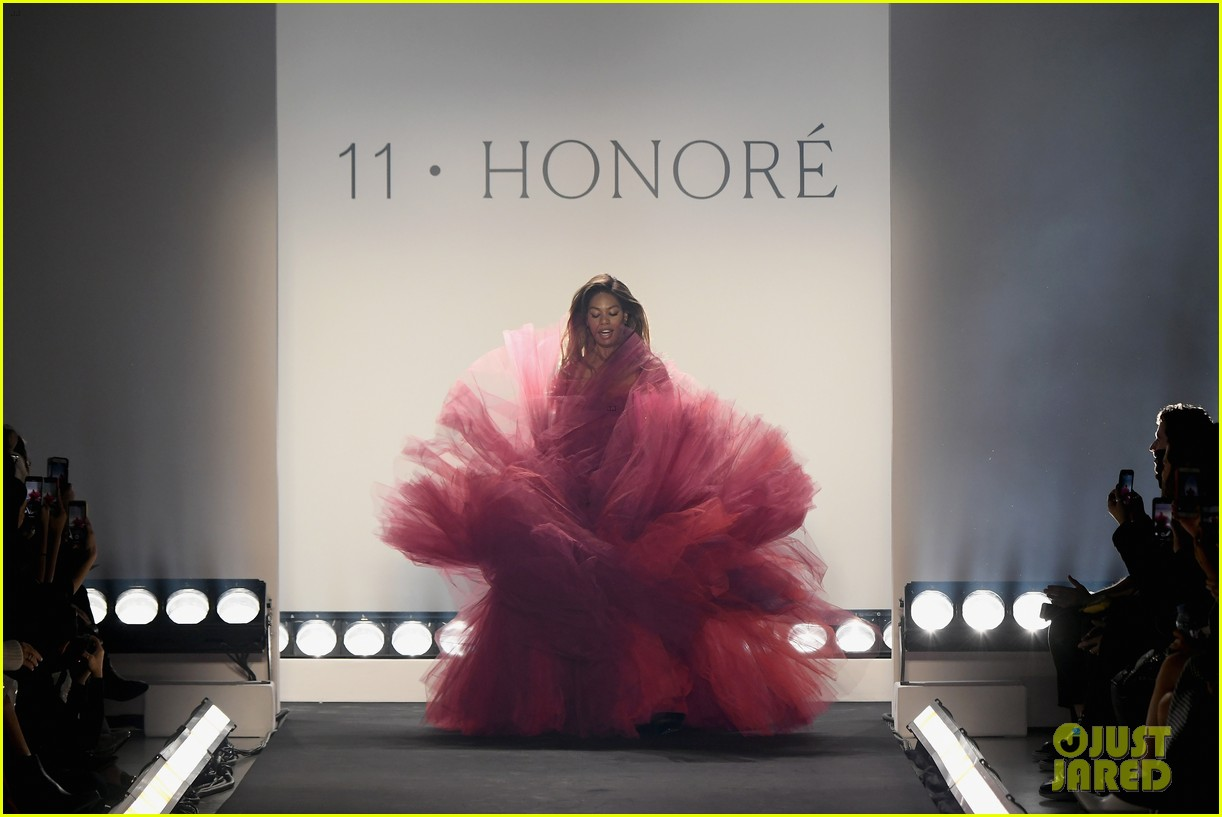 laverne cox wows the runway closing 11 honore nyfw show 104224871