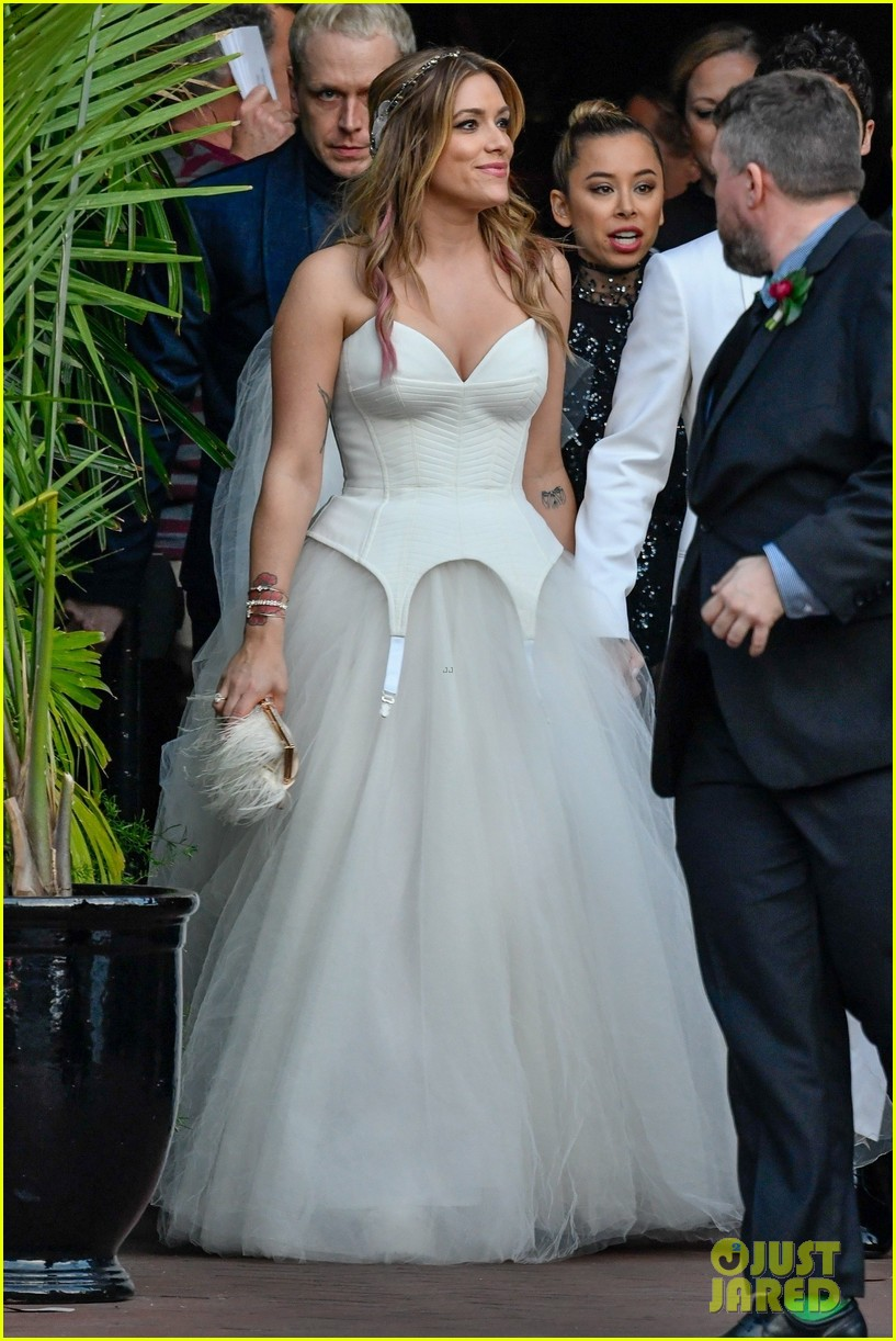 darren criss mia swier are married see their wedding photos 164240245