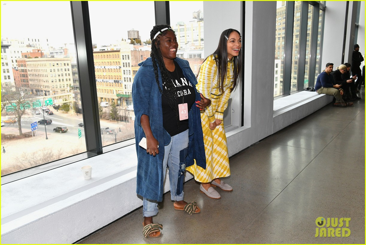 Rosario Dawson Ashley Graham Have Fun At Nyfw Shows Photo