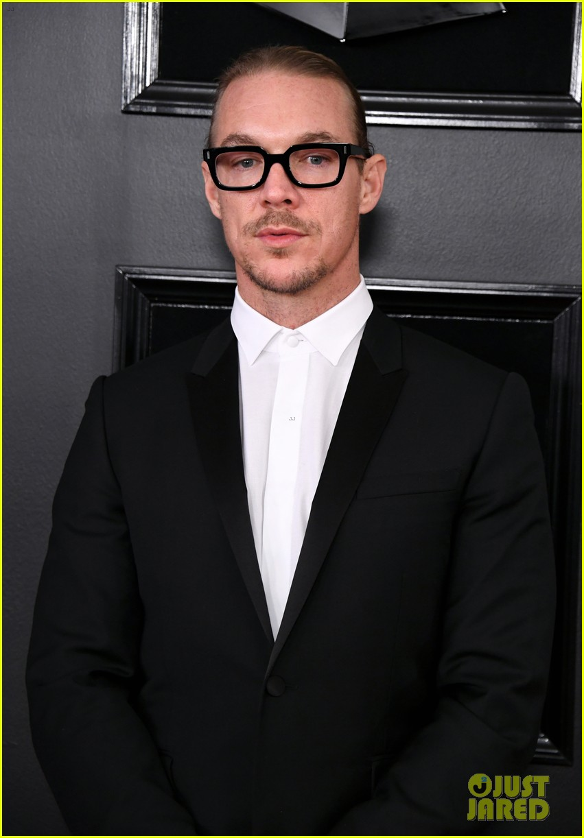 Diplo 2019 >> Diplo Poses With His Own Name Card On The Red Carpet At