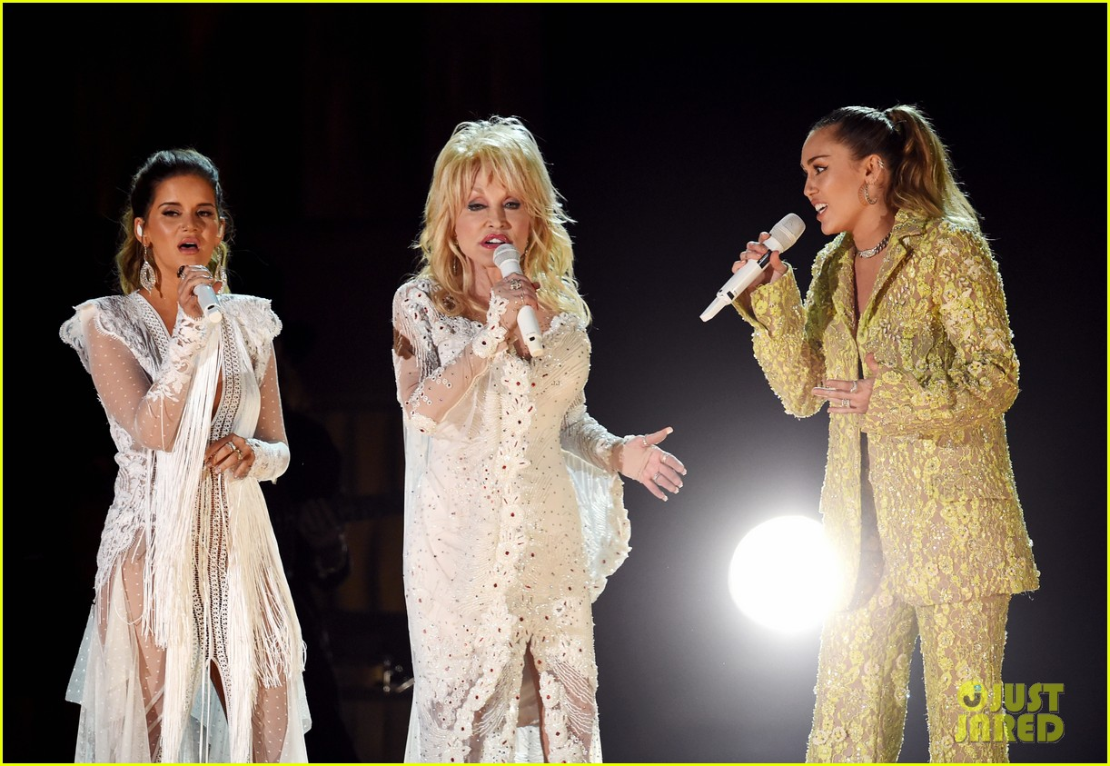 miley cyrus katy perry pay tribute to dolly parton at grammys 044236474
