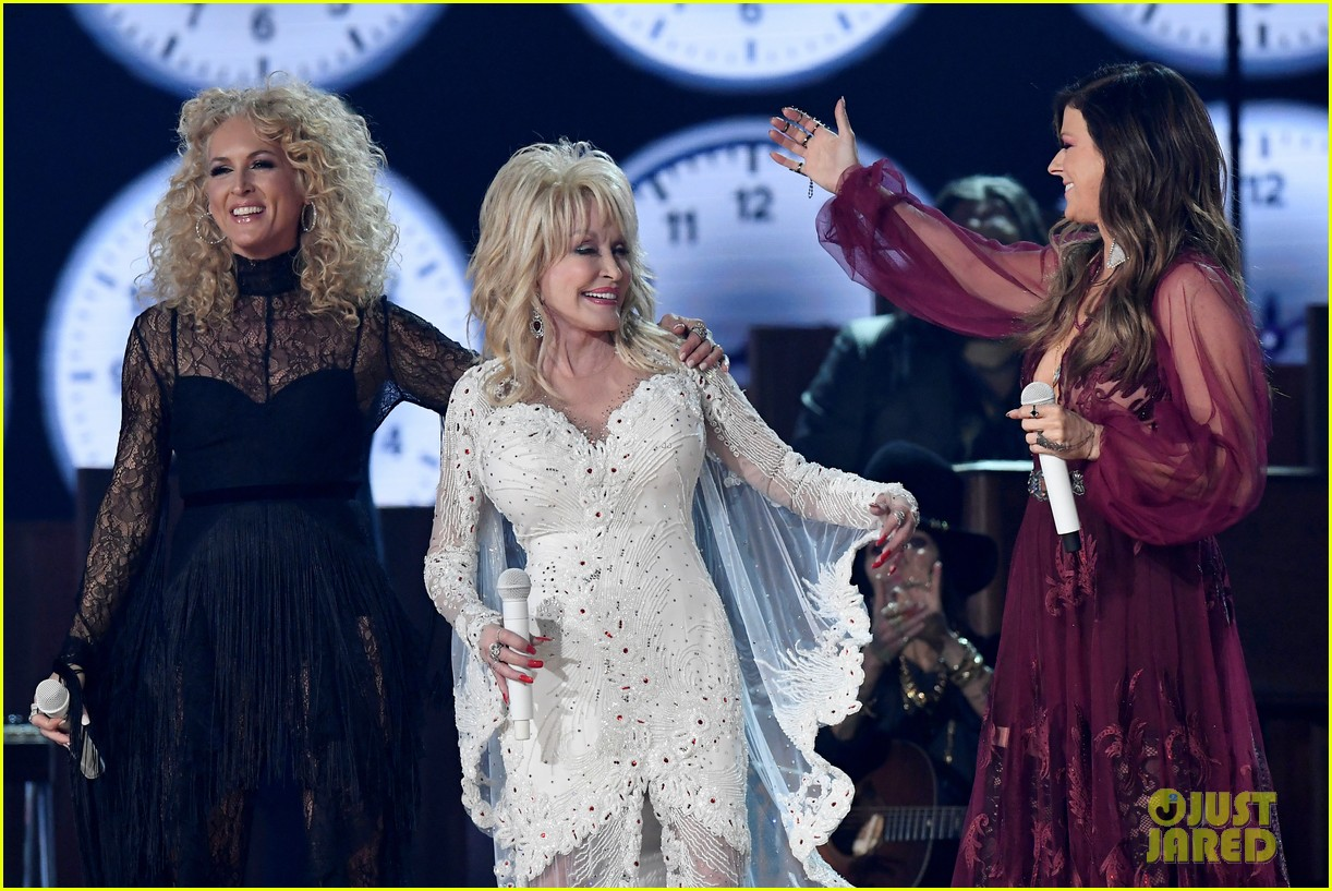 miley cyrus katy perry pay tribute to dolly parton at grammys 054236475