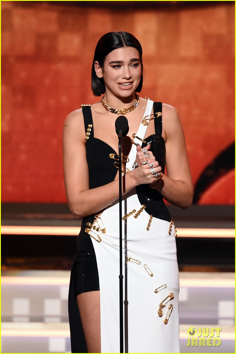 dua lipa wins best new artist at grammys 01