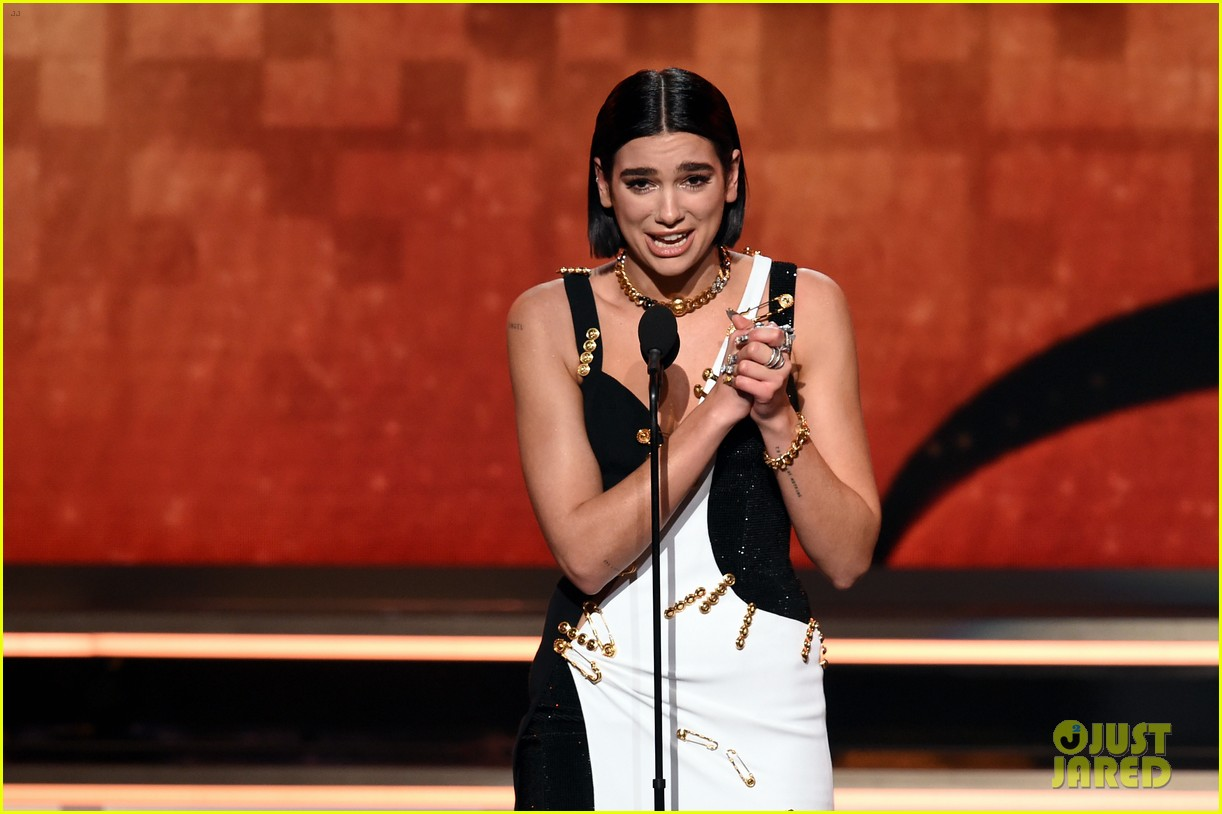 dua lipa wins best new artist at grammys 03