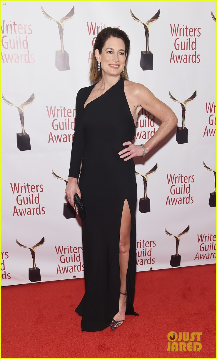 julianna marguiles ellie kemper writers guild awards nyc 12