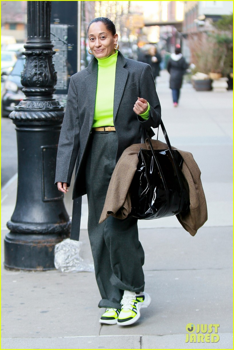 tracee ellis ross jets out of nyc in style 01