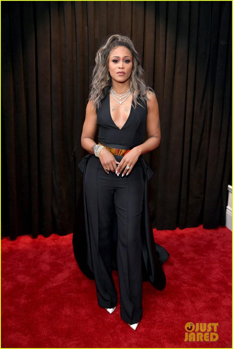 Eve Slays In Black Amp Gold On Grammys 2019 Red Carpet