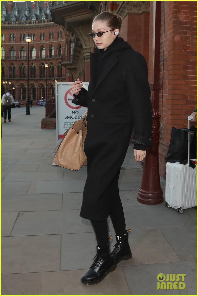 gigi hadid arrives in london fashion week 01