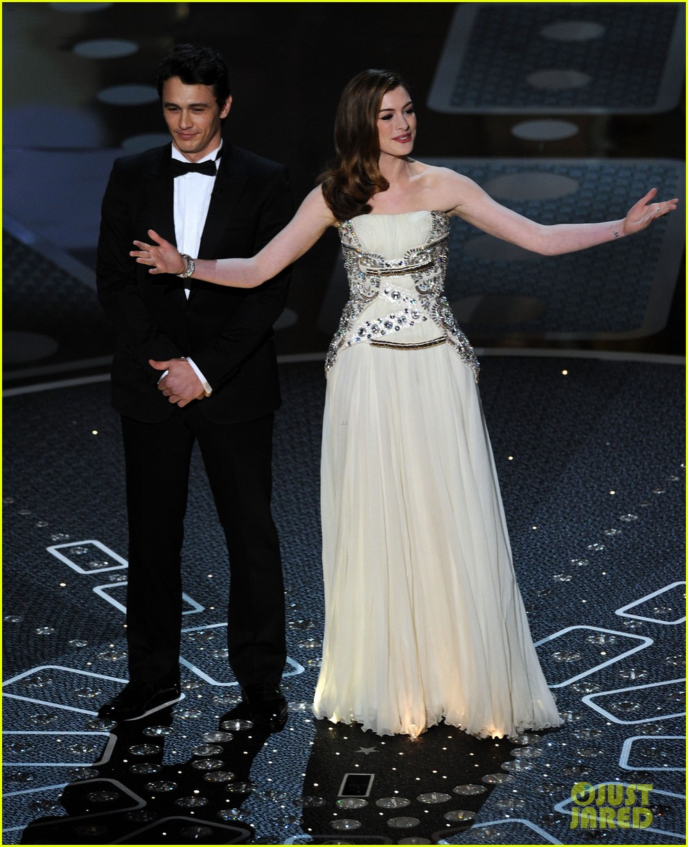 Anne Hathaway Mocks Herself Over Oscars 2011 Hosting Gig