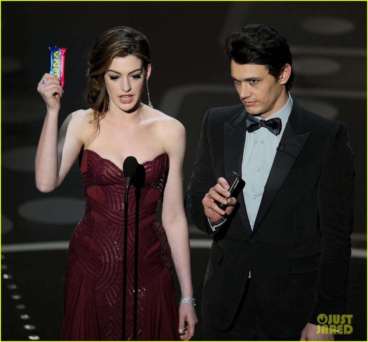 Anne Hathaway James Franco: Anne Hathaway Mocks Herself Over Oscars 2011 Hosting Gig