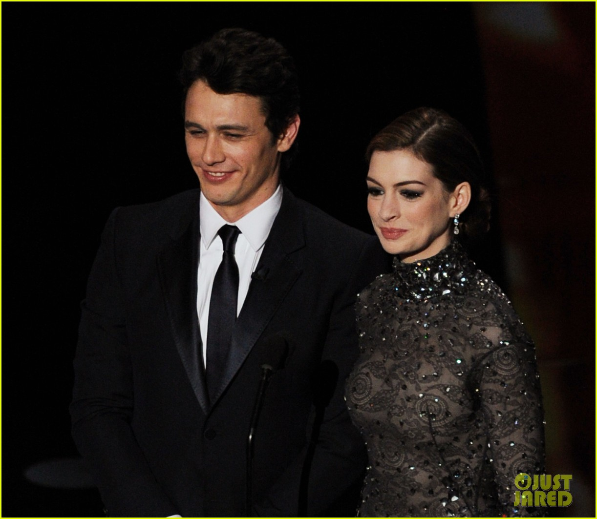 Anne Hathaway James Franco: Anne Hathaway Mocks Herself Over Oscars 2011 Hosting Gig