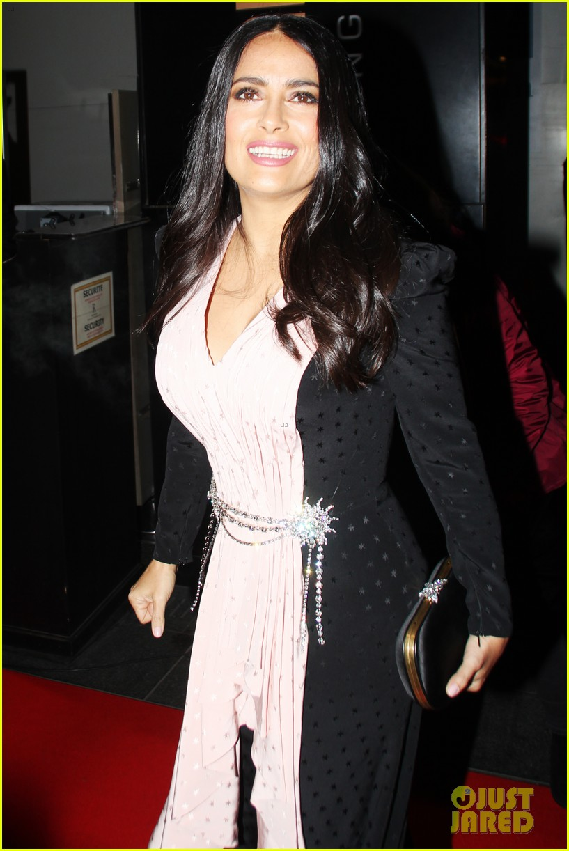 salma hayek attends globe de cristal ceremony after showing off white hair 034223435