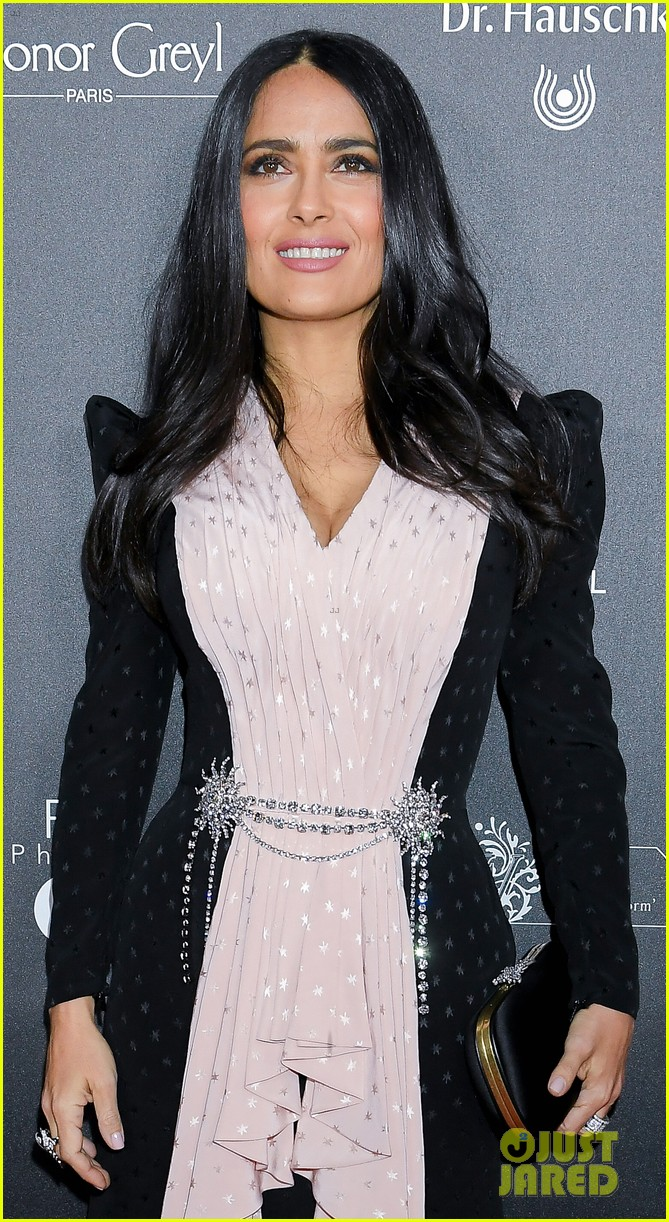 salma hayek attends globe de cristal ceremony after showing off white hair 054223437
