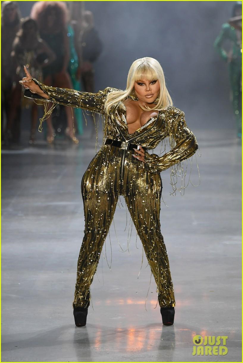 Paris Hilton Amp Lil Kim Slay The Runway At The Blonds Nyfw