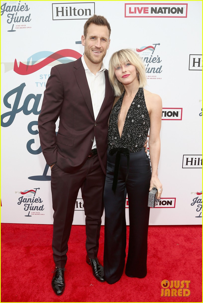 julianne and derek hough make it a family affair steven tylers grammys 2019 viewing party 044236881