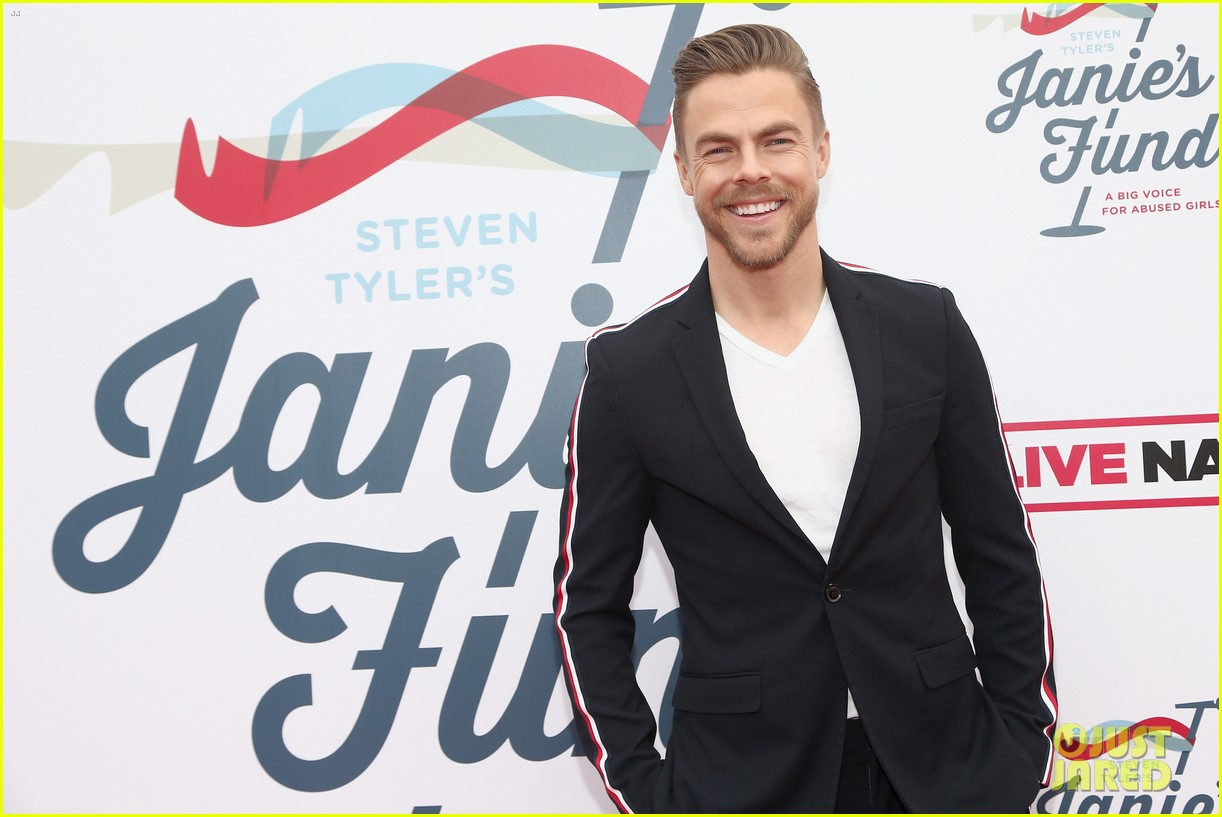 julianne and derek hough make it a family affair steven tylers grammys 2019 viewing party 174236894